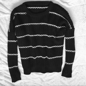 Unkown Sweaters - ❇️ 2/$17 Cable Knit Black & White Sweater.